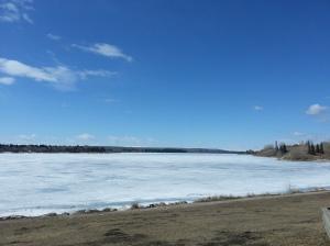 Lago congelado  num dos parques de Calgary SomosdoMundo