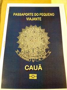Lembrancinhas: passaporte com desenhos para colorir SomosdoMundo