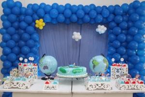 Mesa do Bolo com globos SomosdoMundo